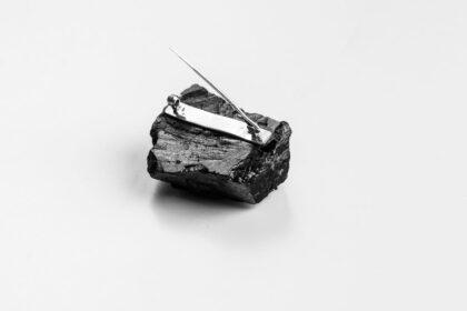 Niepowtarzalność poszczególnych egzemplarzy wynika z samego materiału –węgla kamiennego