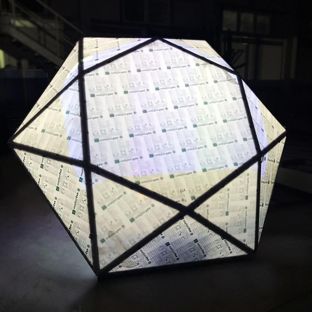 Diament – instalacja tymczasowa przygotowana pod wystawę na otwarcie Stadionu Śląskiego w Chorzowie poliwęglan konstrukcja stalowa oświetlenie